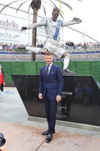 «Лос-Анджелес Гэлакси» представил статую Бекхэма около стадиона